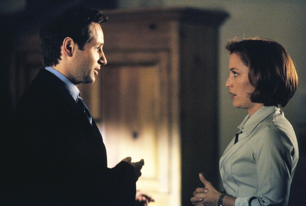 In schweren Situation denkt Scully (Gillian Anderson, r.) gerne an Mulder (David Duchovny, l.) zurück. - Bildquelle: TM +   2000 Twentieth Century Fox Film Corporation. All Rights Reserved.