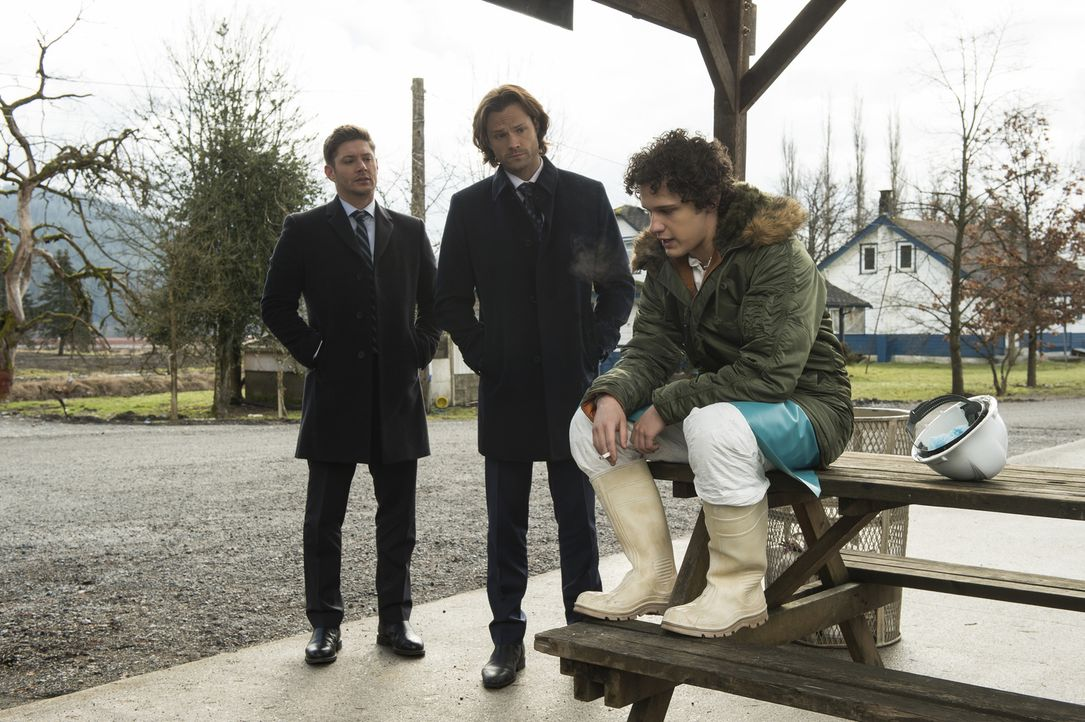(v.l.n.r.) Dean (Jensen Ackles); Sam (Jared Padalecki); Daryn Boston (Antonio Marziale - Bildquelle: Diyah Pera 2016 The CW Network, LLC. All Rights Reserved/Diyah Pera