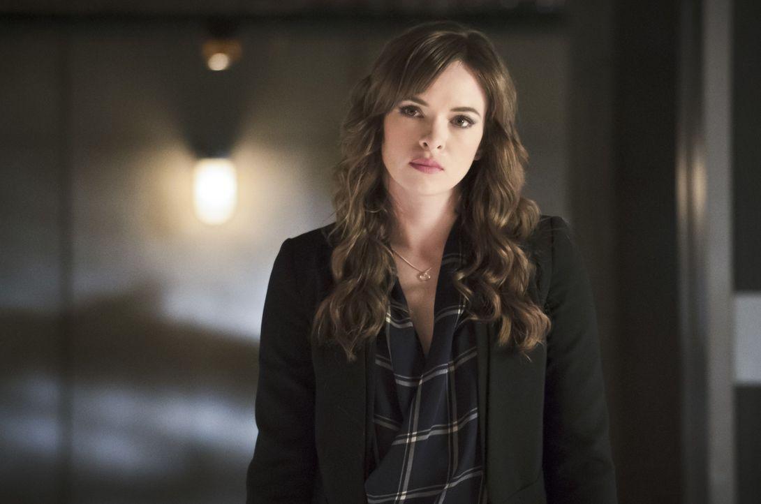 Erneut versucht Caitlin (Danielle Panabaker), an die menschliche Seite von Zoom zu appellieren. Aber hat er überhaupt noch etwas Gutes in sich? - Bildquelle: Warner Bros. Entertainment, Inc.