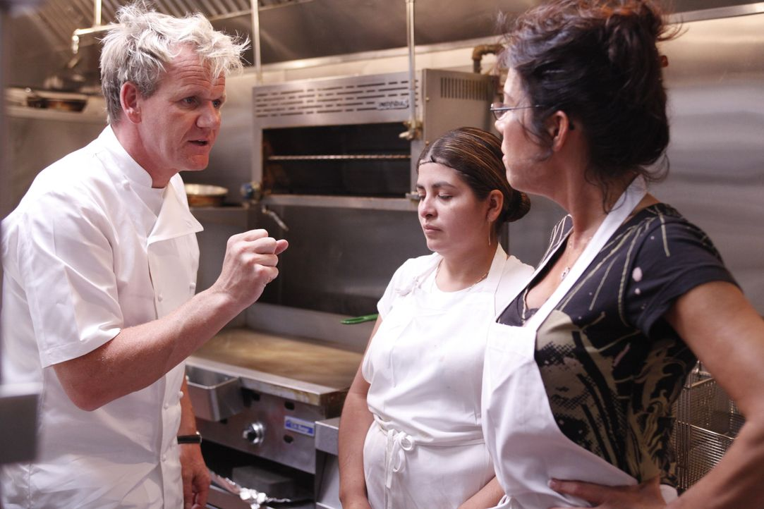 Gordon Ramsay (l.) - Bildquelle: Greg Gayne 2009 ITV Studios, Inc. all rights reserved.