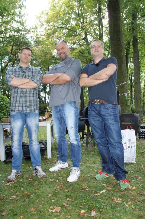 Möge der Bessere gewinnen: Stefan Wiertz (M.) tritt gegen Ingo und dessen Kumpel Detlev an. - Bildquelle: ProSieben MAXX