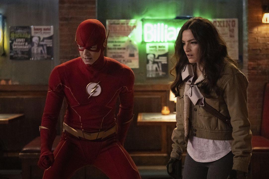 The Flash (Grant Gustin, l.); Allegra Garcia (Kayla Compton, r.) - Bildquelle: Warner Bros. Entertainment Inc. All Rights Reserved.