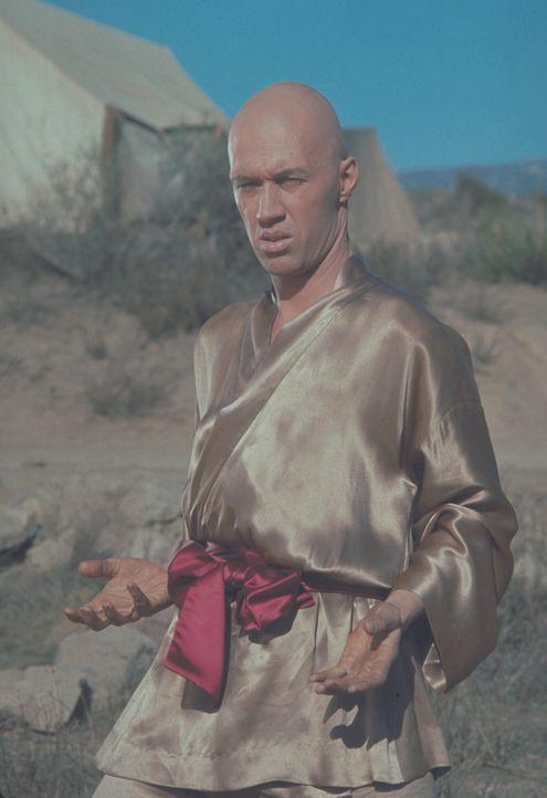 Als sein Lehrer, der blinde Po, ermordet wird, tötet Caine (David Carradine) dessen Mörder und flieht in die Heimat seines Vaters - Amerika ... - Bildquelle: Warner Bros.