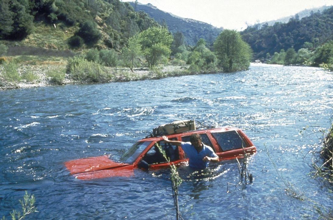 Ganz auf sich allein gestellt, zieht Jeff (Kurt Russell) alle Register, um das Leben von Amy zu retten ... - Bildquelle: Paramount Pictures