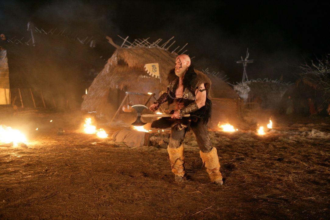 Muss gegen ein tollwütiges Monster aus dem All antreten: Wikinger-König Gunnar (Ron Perlman) ... - Bildquelle: Telepool