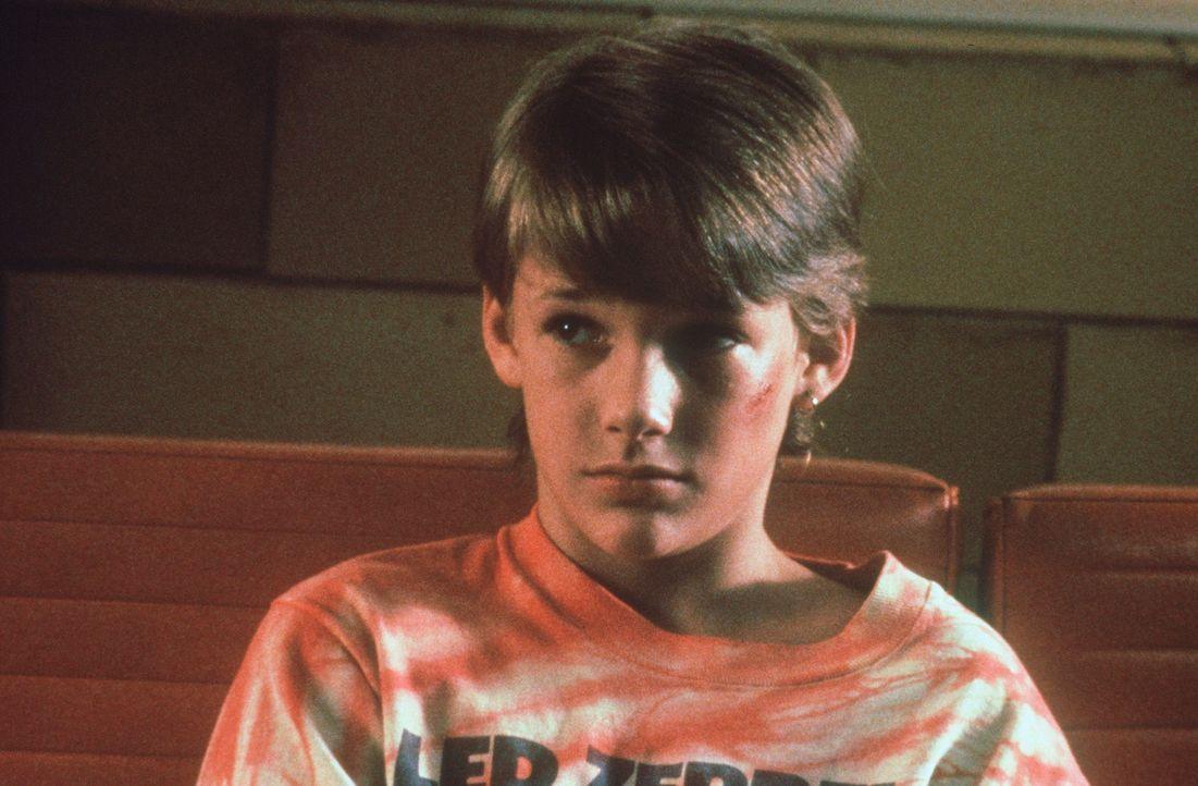 Nur der 11-jährige Mark (Brad Renfro) weiß, wo die Senatoren-Leiche versteckt ist - und wird dafür von FBI und Mafia gejagt ... - Bildquelle: Warner Bros.