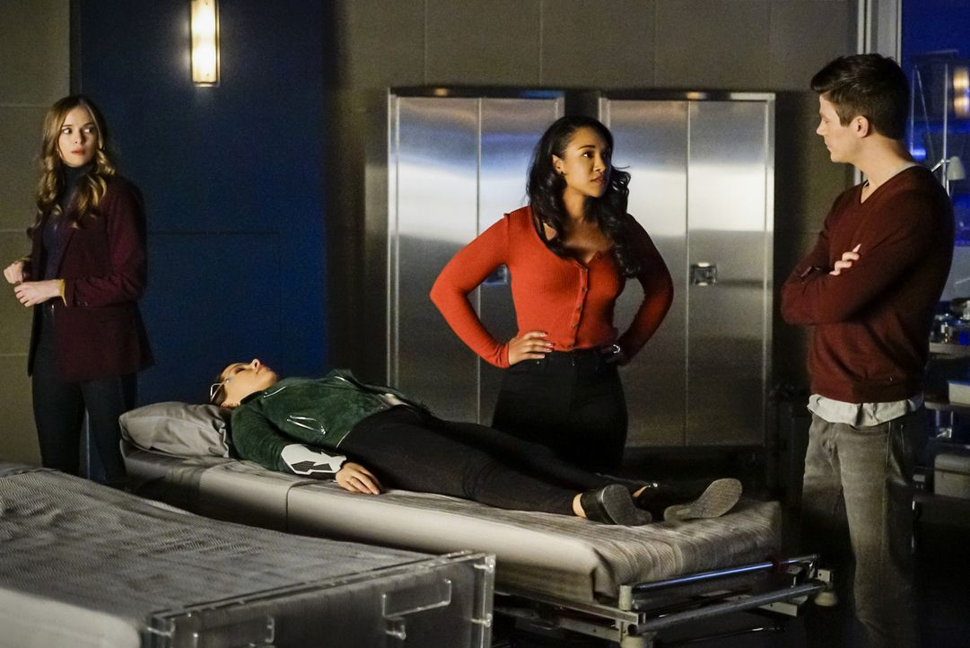 (v.l.n.r.) Caitlin (Danielle Panabaker); Nora (Jessica Parker Kennedy); Iris (Candice Patton); Barry (Grant Gustin) - Bildquelle: Shane Harvey 2018 The CW Network, LLC. All rights reserved.