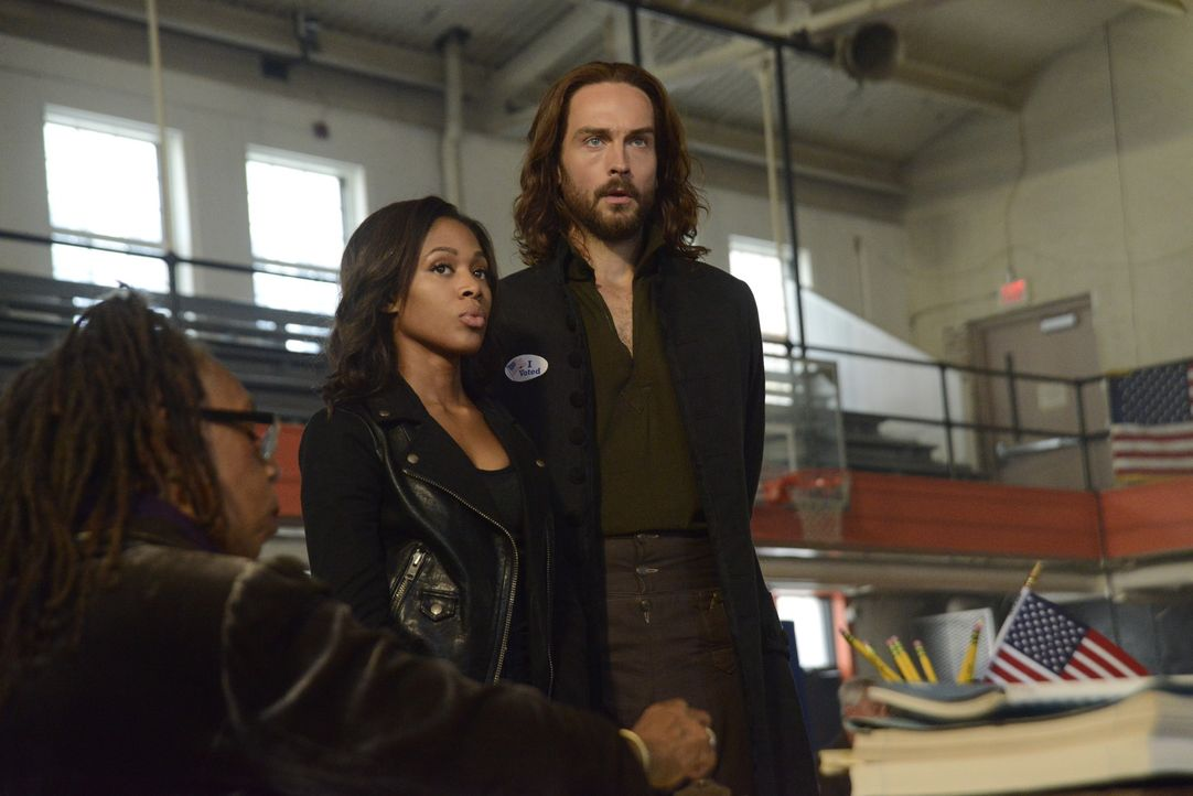 Noch ahnen Ichabod (Tom Mison, r.) und Abbie (Nicole Beharie, l.) nicht, das Moloch sich einen neuen Weg aus dem Fegefeuer gesucht hat ... - Bildquelle: 2014 Fox and its related entities. All rights reserved