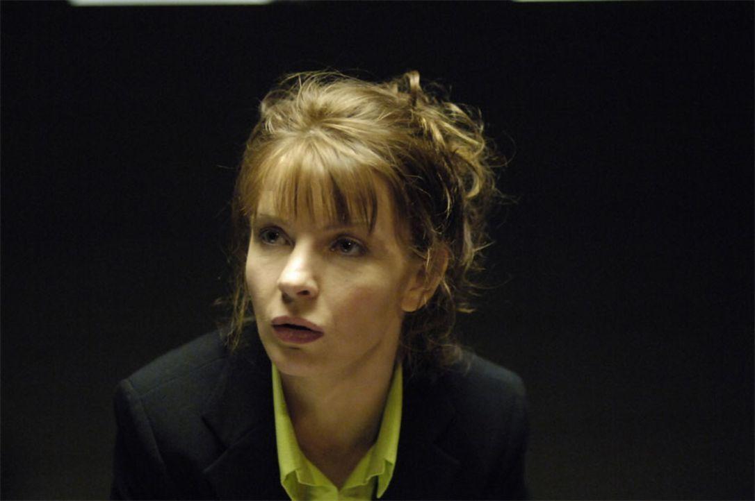 Fordert Tom auf seinen Auftrag zu erfüllen und Isabelle zu töten: Diana (Jacqueline McKenzie) ... - Bildquelle: Viacom Productions Inc.