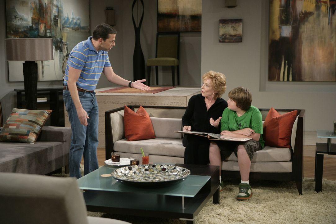 Alan bemüht sich darum, das Haus von Charlie zu verschönern. Dieser kann der Idee seines Bruders jedoch so gar nichts abgewinnen und so kommt es, wi... - Bildquelle: Warner Brothers Entertainment Inc.