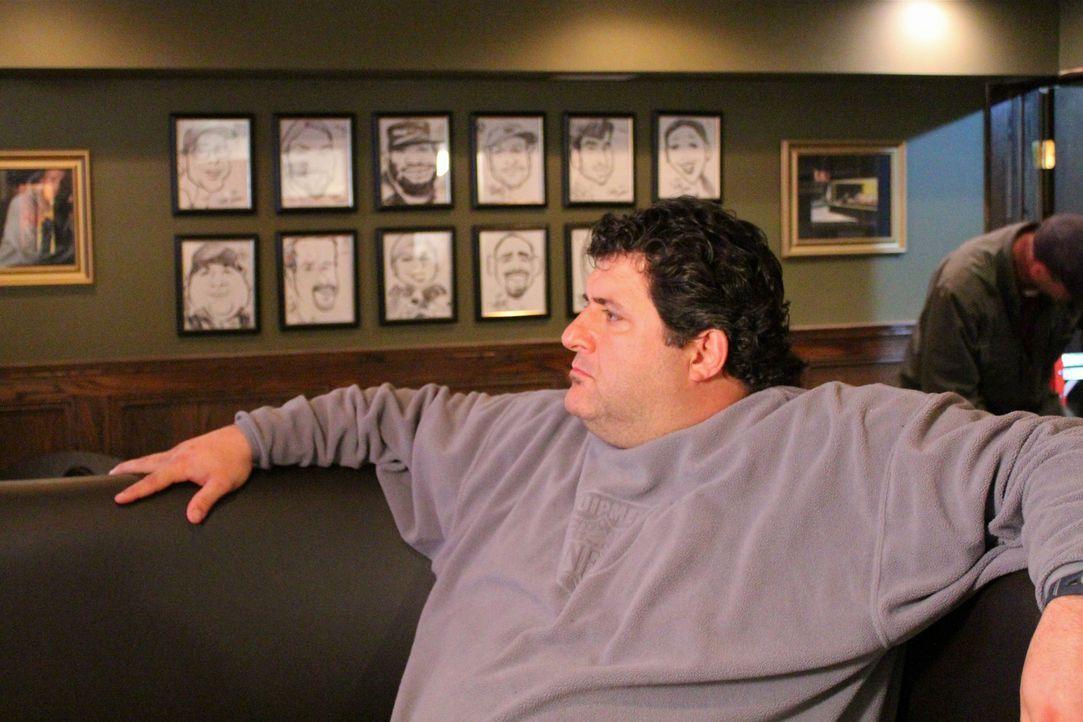 Während der Arbeit gönnt Tony Siragusa sich auch ganz gerne mal eine kleine Verschaufspause ... - Bildquelle: Nathan Frye 2011, DIY Network/Scripps Networks, LLC.  All Rights Reserved.