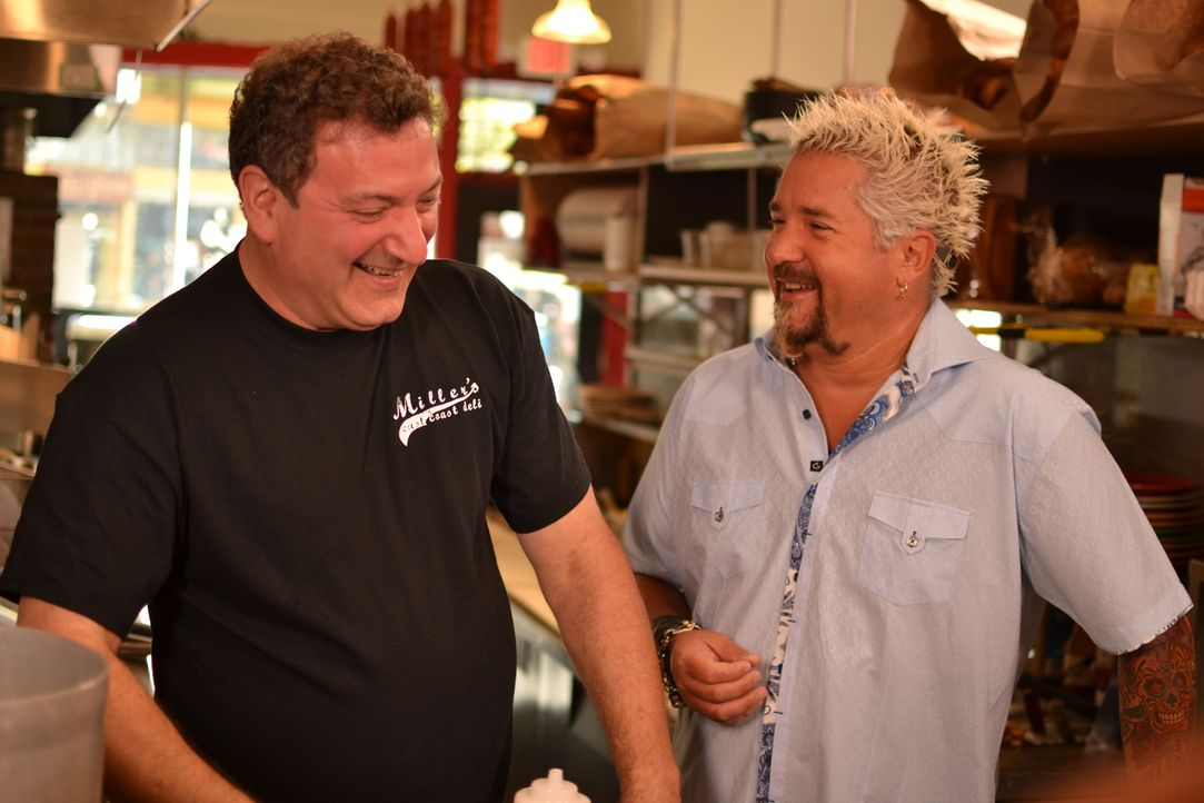 Guy Fieri (r.) - Bildquelle: 2013,Television Food Network, G.P. All Rights Reserved