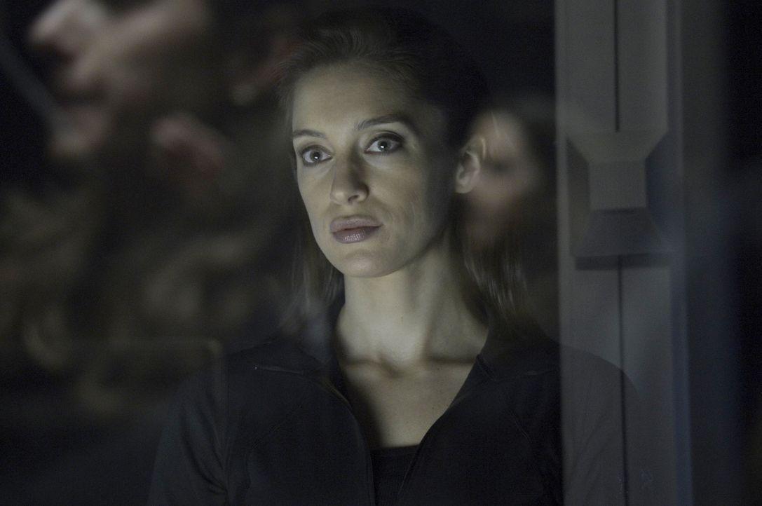 Wird Blake (Alexandra Ordolis) Hatakes Schwachstelle ausmachen können? - Bildquelle: 2014 Sony Pictures Television Inc. All Rights Reserved.
