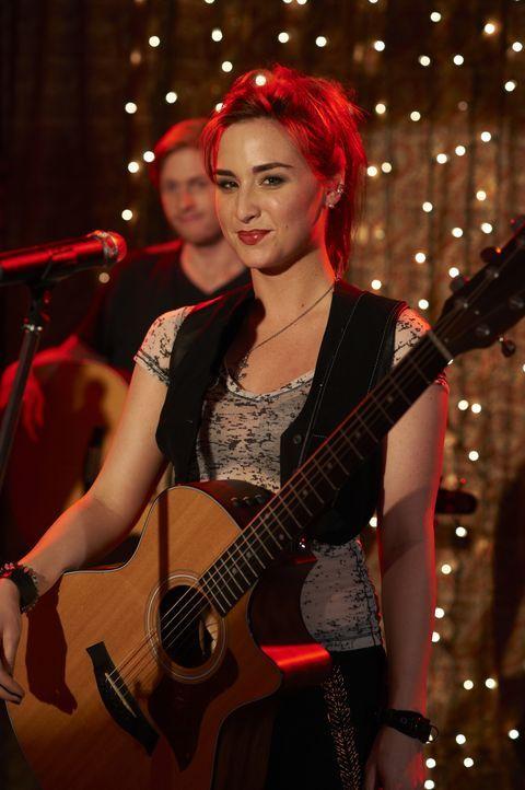 Claudia Donovan (Allison Scagliotti) - Bildquelle: Ken Woroner 2012 Universal Network Television LLC. ALL RIGHTS RESERVED. / Ken Woroner
