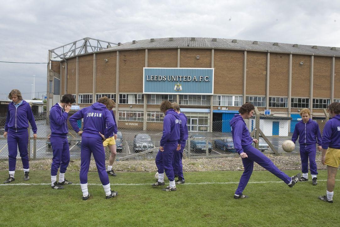 Für das Leeds United Team ändern sich nach der Benennung ihres Trainers zum Bundestrainer alle grundlegenden Dinge ... - Bildquelle: Sony Pictures Television Inc. All Rights Reserved.