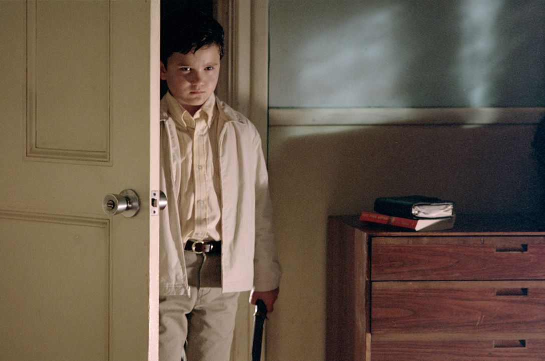 Der kleine Timmy (Bret Loehr) ist völlig verstört und spricht kein Wort mehr ... - Bildquelle: 2003 Sony Pictures Television International. All Rights Reserved.