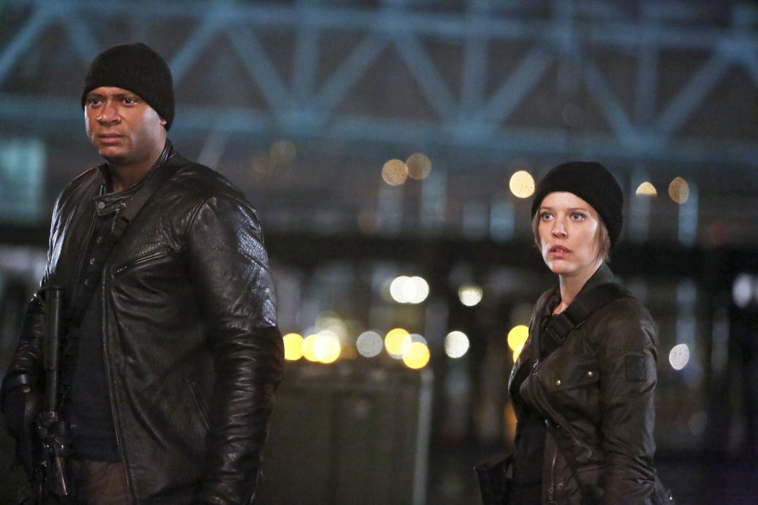 Dig (David Ramsey, l.) und Lyla (Audrey Marie Anderson, r.) kommen mit beängstigenden Informationen nach Central City ... - Bildquelle: Warner Bros. Entertainment, Inc.