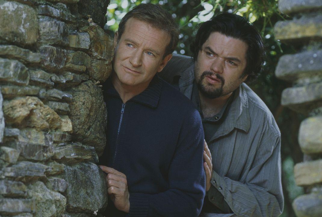 Der Roboter - Spezialist Rupert Burns (Oliver Platt, r.) ermöglicht Andrew (Robin Williams, l.), in eine neue Haut zu schlüpfen ... - Bildquelle: Columbia TriStar Film GmbH