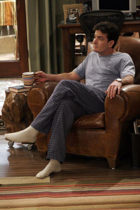 Charlies (Charlie Sheen) Plan ist es, auf der Beerdigung eine Frau aufzureißen ... - Bildquelle: Warner Bros. Television