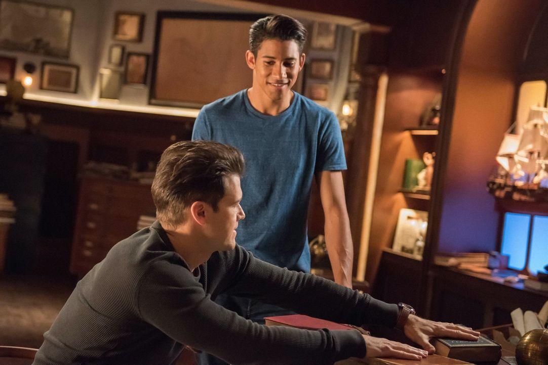 Nate (Nick Zano, l.); Wally (Keiynan Lonsdale, r.) - Bildquelle: 2017 Warner Bros.