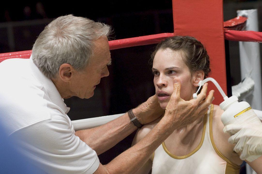 Frankies (Clint Eastwood, l.) oberste Regel im Ring lautet: Immer für die eigene Deckung sorgen. Eine Regel, die Maggie (Hilary Swank, r.) nie, aber... - Bildquelle: Epsilon Motion Pictures