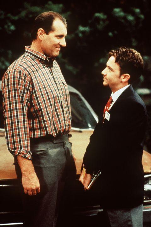 Al (Ed O'Neil, l.) ist stolz auf seinen Sohn Bud (David Faustino, r.); der ist normalerweise der totale Versager. - Bildquelle: Sony Pictures Television International. All Rights Reserved.