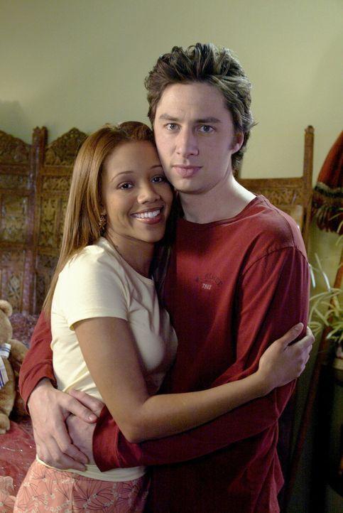 J.D. (Zach Braff, r.) wird von Carla und Turk auf die Straße gesetzt. Da seine Freundin Kylie (Chrystee Pharris, l.) immer noch nicht mit ihm schlaf... - Bildquelle: Touchstone Television