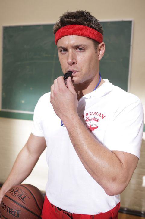 Eine mysteriöse Mordreihe führt Sam und Dean (Jensen Ackles) zurück an ihre alte Highschool. Während sie anonym ermitteln, werden die Erinnerung... - Bildquelle: Warner Bros. Television