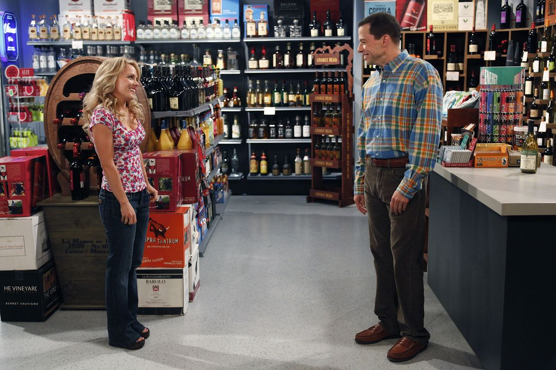 Melissa (Kelly Stables, l.) stellt Alans (Jon Cryer, r.) Leben auf den Kopf ... - Bildquelle: Warner Brothers Entertainment Inc.