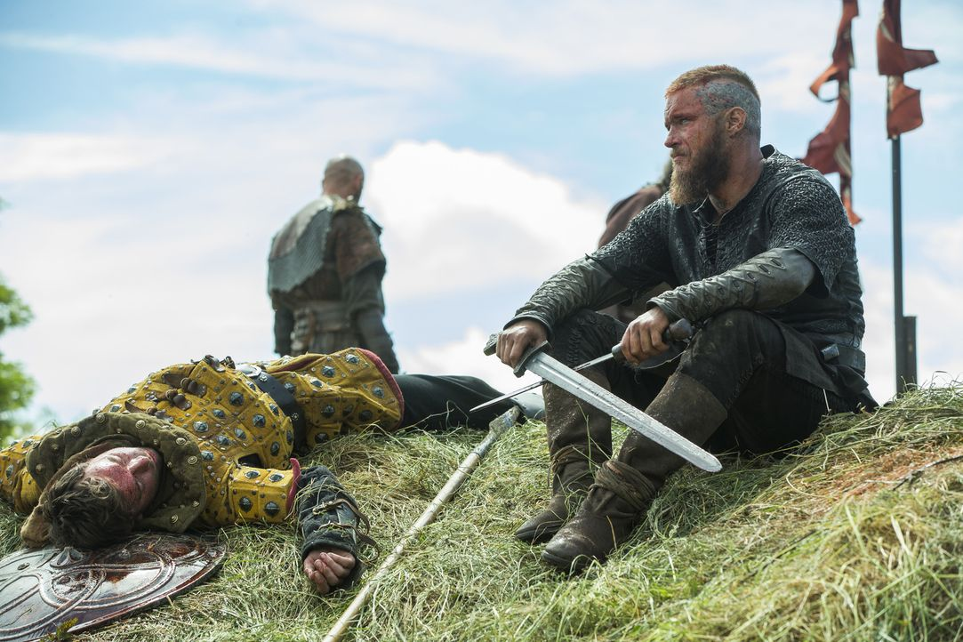 Während seine Frau mit den Kinder in Kattegat ist - zieht König Ragnar (Travis Fimmel) mit seinen Männern in eine neue Schlacht ... - Bildquelle: 2015 TM PRODUCTIONS LIMITED / T5 VIKINGS III PRODUCTIONS INC. ALL RIGHTS RESERVED.