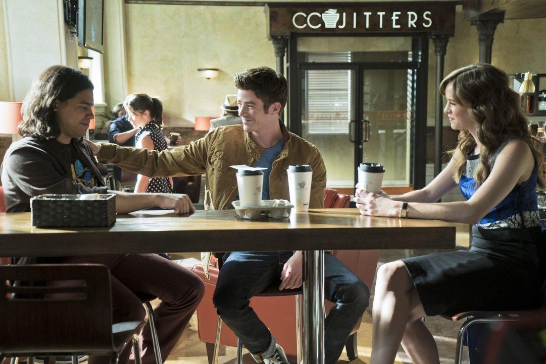 Cisco (Carlos Valdes, l.), Barry (Grant Gustin, M.) und Caitlin (Danielle Panabaker, r.) entschließen sich dazu, dem Dr. Wells er anderen Welt zu ve... - Bildquelle: 2015 Warner Brothers.