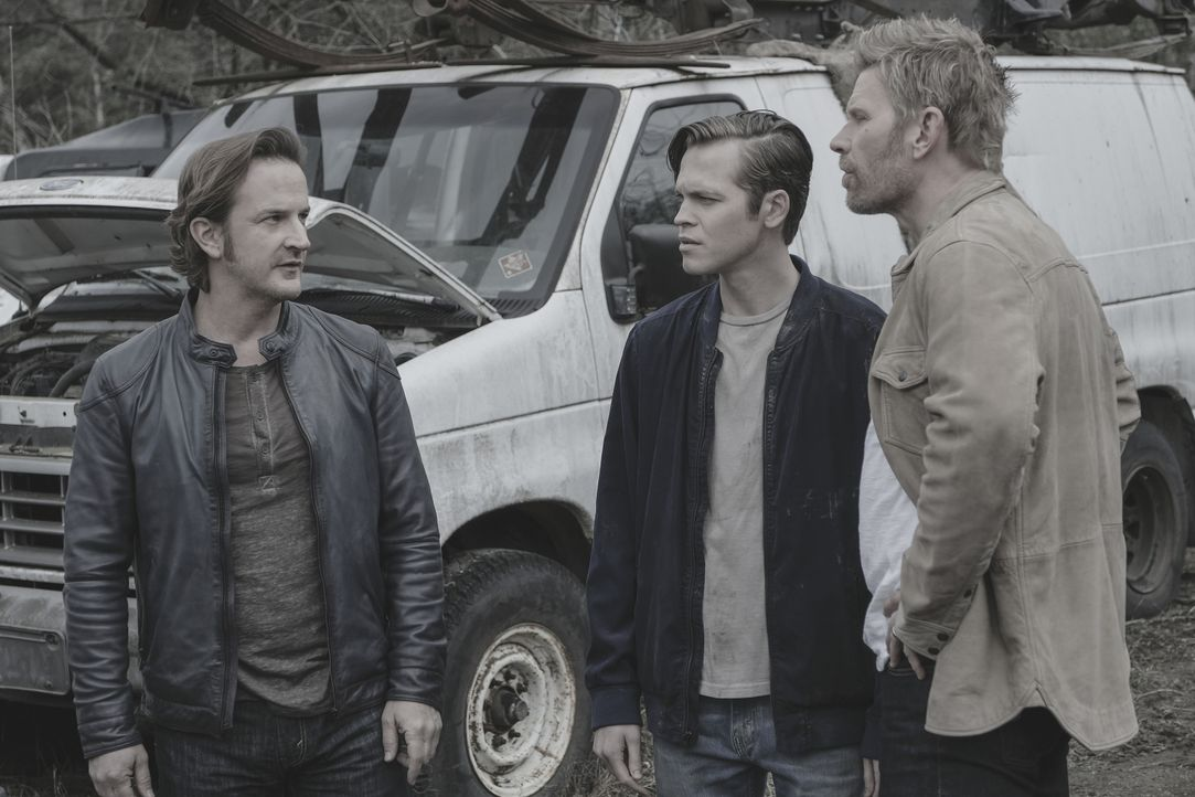 (v.l.n.r.) Gabriel (Richard Speight Jr.); Jack (Alexander Calvert); Lucifer (Mark Pellegrino) - Bildquelle: Robert Falconer 2018 The CW Network, LLC. All Rights Reserved / Robert Falconer