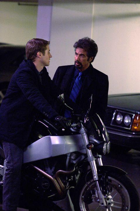 Genau 88 Minuten hat Jack Gramm (Al Pacino, r.) Zeit, um seinen eigenen Tod zu verhindern, der ihm zuvor anonym angekündigt wurde. Zu den Verdächt... - Bildquelle: Nu Image