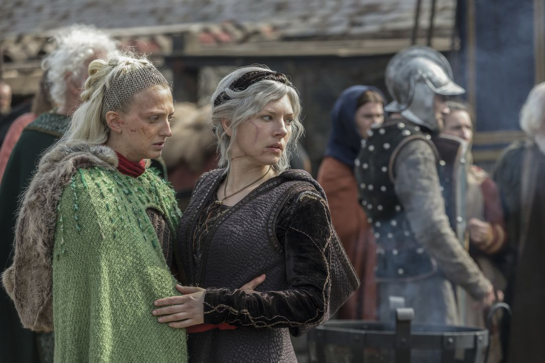 Torvi (Georgia Hirst, l.); Lagertha (Katheryn Winnick, r.) - Bildquelle: 2017 TM PRODUCTIONS LIMITED / T5 VIKINGS V PRODUCTIONS INC. ALL RIGHTS RESERVED.
