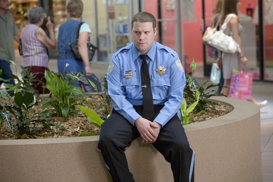 In seinem Einkaufscenter regiert Ronnie (Seth Rogen) mit stahlharter Hand. Als Leiter des Sicherheitsdienstes wacht er mit Adleraugen über das Gesch... - Bildquelle: Warner Brothers