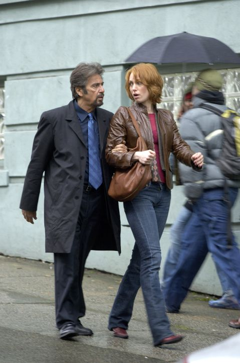 Stecken in großen Schwierigkeiten: College-Professor Jack Gramm (Al Pacino, l.) und seine junge Assistentin Kim Cummings (Alicia Witt, r.) ... - Bildquelle: Nu Image