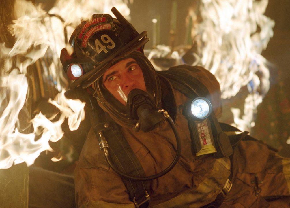 Der junge Feuerwehrmann Jack Morrison (Joaquin Phoenix) muss zu einem Hochhaus ausrücken, von dem Feueralarm gemeldet wurde. Tüchtig wie immer, kann... - Bildquelle: Buena Vista International.  All Rights Reserved