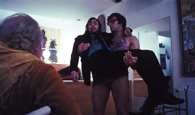 Nach seiner Therapie erlebt Alex (Malcolm McDowell, M.) die größte Qual seines Lebens, denn Alex' ehemalige Opfer erhalten die Chance, sich zu räche... - Bildquelle: Warner Bros. Television
