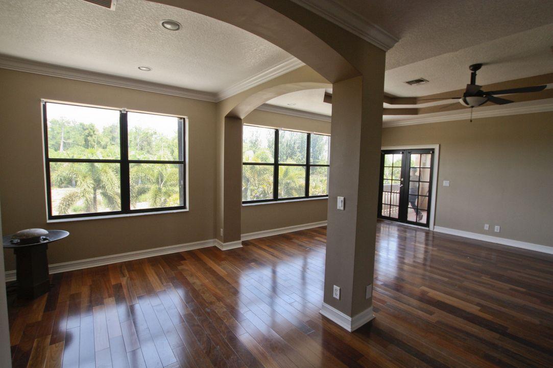 Das Hauptschlafzimmer wird in eine Baustelle verwandelt. Am Ende soll es für den zukünftigen Besitzer wie ein persönlicher und moderner Wellness-Ber... - Bildquelle: 2012, DIY Network/Scripps Networks, LLC.  All Rights Reserved