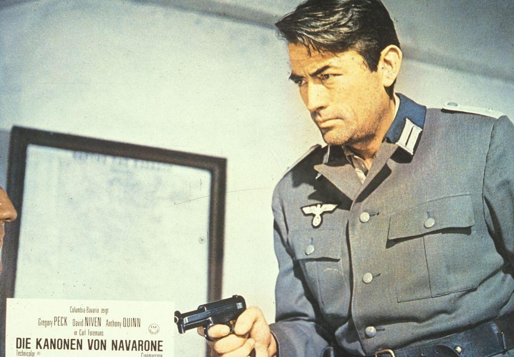 Mallory (Gregory Peck) kann in einer gestohlenen deutschen Uniform fliehen ...