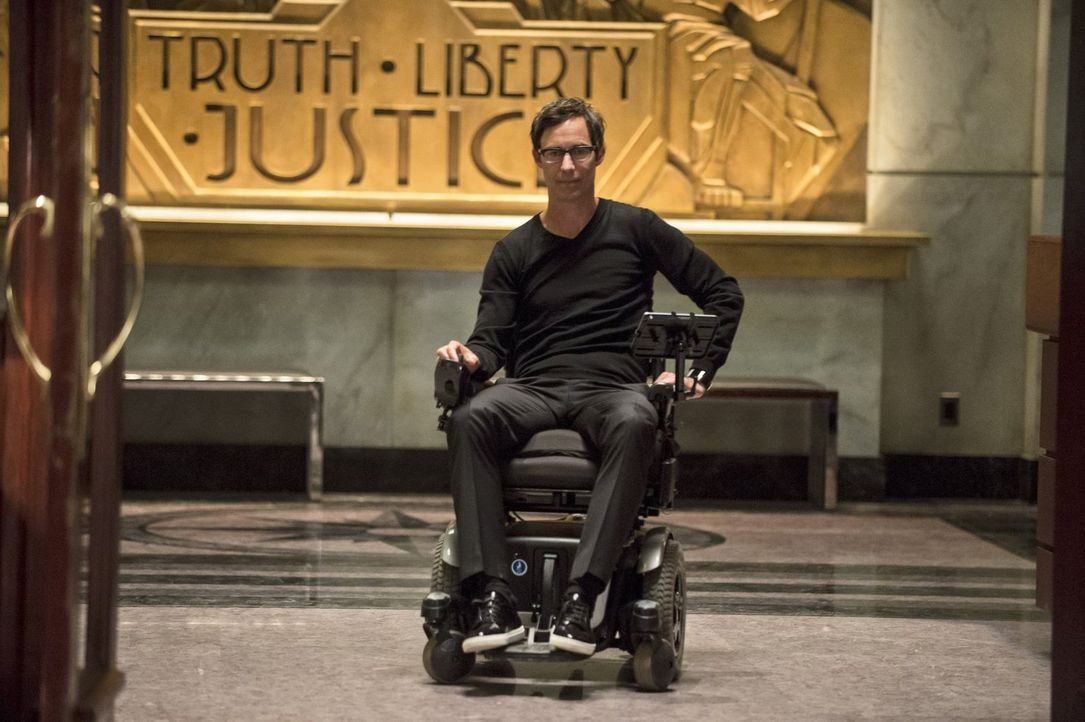 Führt Harison Wells (Tom Cavanagh) nur Gutes im Schilde? - Bildquelle: Warner Brothers.
