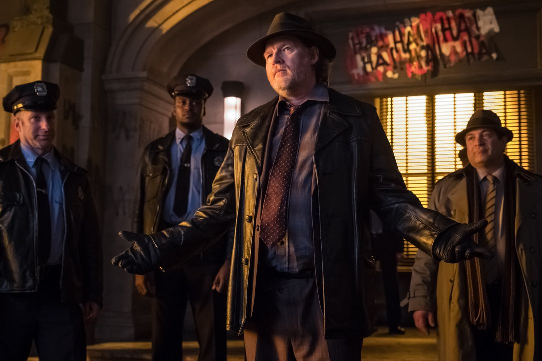 Harvey Bullock (Donal Logue, 2.v.r.) - Bildquelle: 2017 Warner Bros.