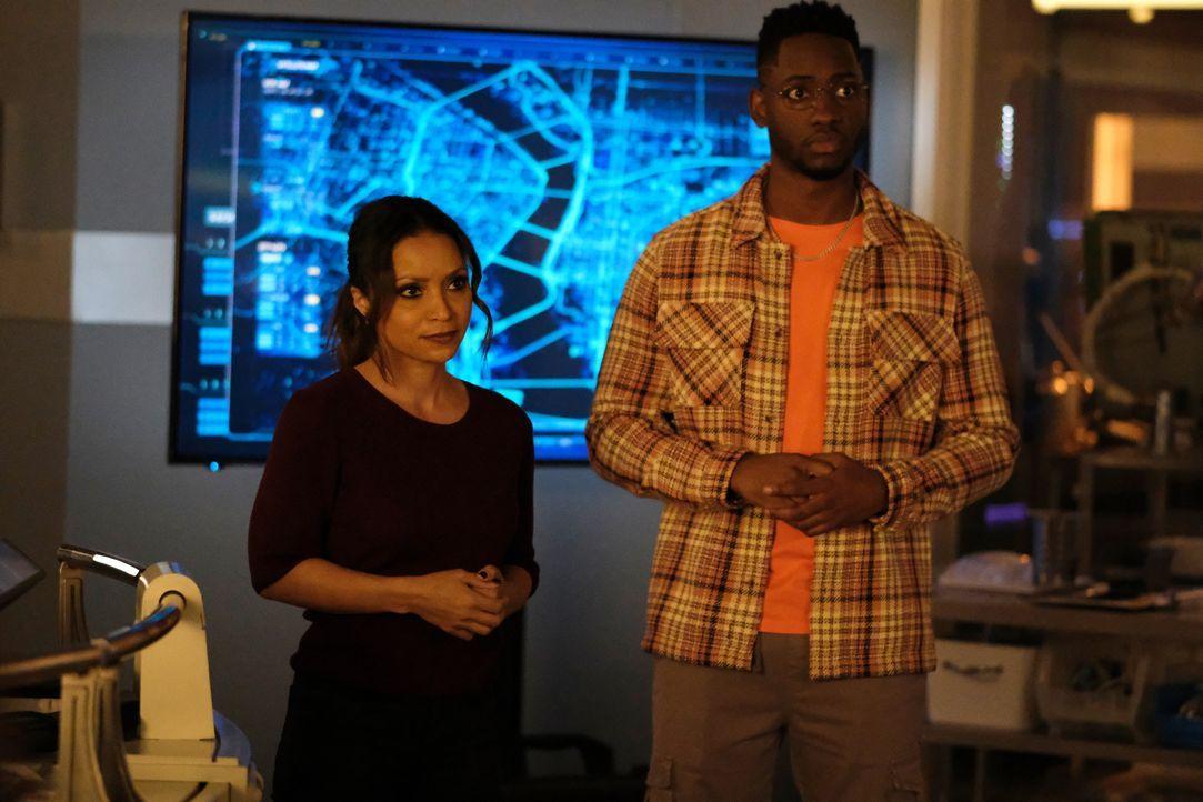 Cecile Horton (Danielle Nicolet, l.); Chester P. Runk (Brandon McKnight, r.) - Bildquelle: Warner Bros. Entertainment Inc. All Rights Reserved.