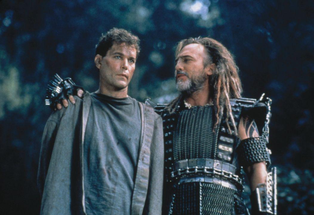 Der Schein trügt. Robbins (Ray Liotta, l.) und Marek (Stuart Wilson, r.) sind Todfeinde ... - Bildquelle: Columbia Tristar International Television