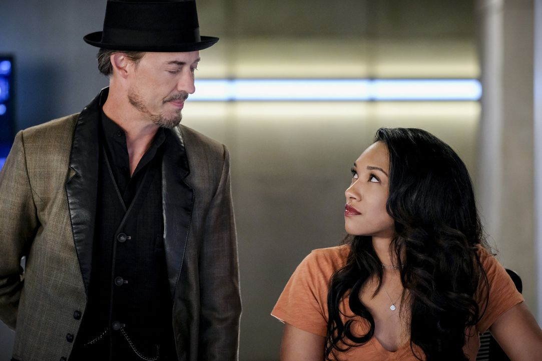 Sherloque Wells (Tom Cavanagh, l.); Iris (Candice Patton, r.) - Bildquelle: Robert Falconer 2018 The CW Network, LLC. All rights reserved.