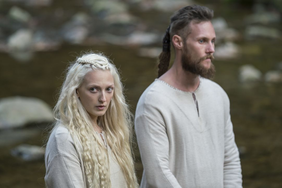 Torvi (Georgia Hirst, l.); Übbe (Jordan Patrick Smith, r.) - Bildquelle: 2017 TM PRODUCTIONS LIMITED / T5 VIKINGS V PRODUCTIONS INC. ALL RIGHTS RESERVED.