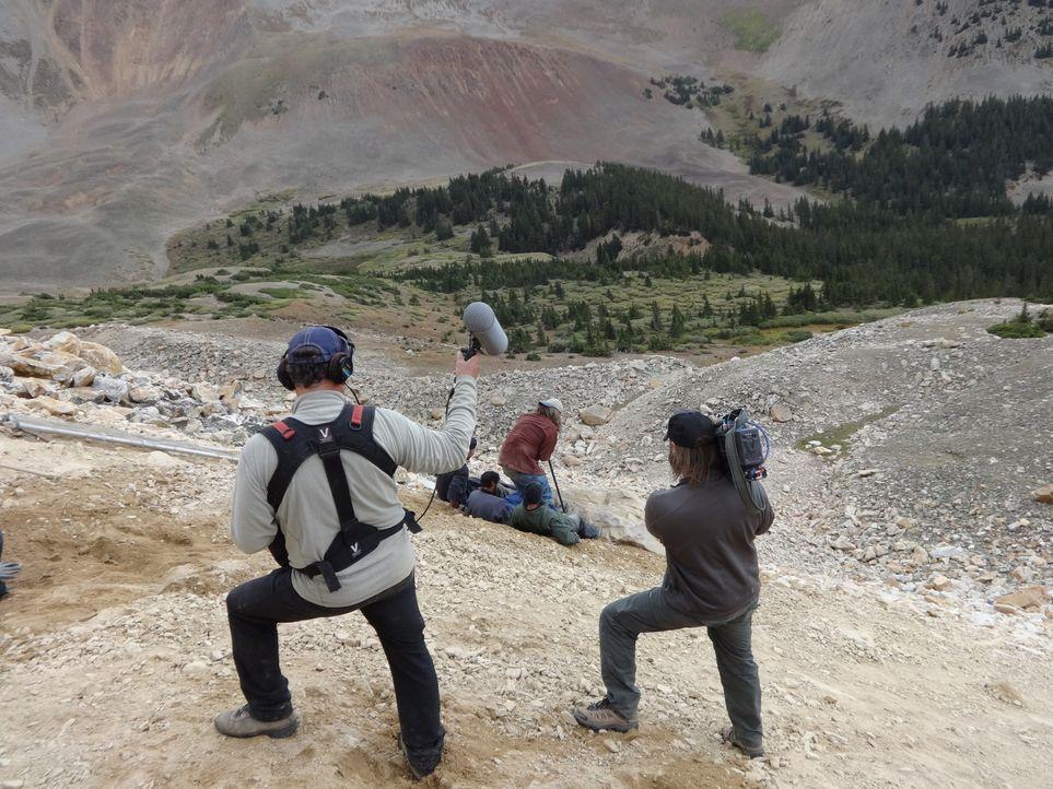 Die Edelstein-Suche ist nicht nur für die jeweiligen Jäger, sondern auch für das Kamerateam immer wieder eine Herausforderung ... - Bildquelle: High Noon Entertainment 2014