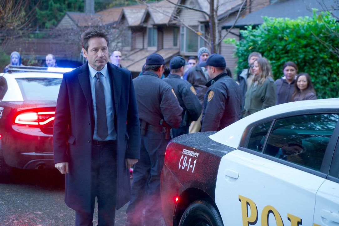 Als Mulder (David Duchovny) neben der zerfetzten Leiche eines Jungen Salz entdeckt und in der Historie des kleinen Ortes Informationen über Hexerei... - Bildquelle: Shane Harvey 2018 Fox and its related entities. All rights reserved. / Shane Harvey