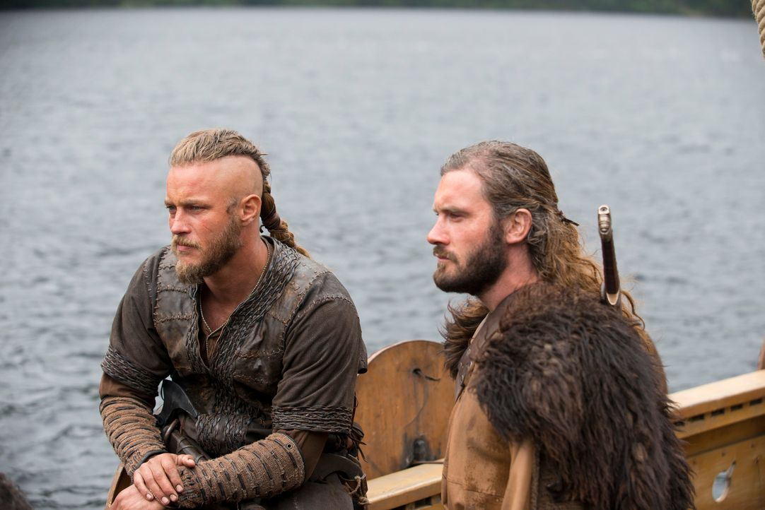 Im kommenden Sommer brechen die Nordmänner gleich mit mehreren Schiffen erneut nach England auf, um mit noch größeren Reichtümern von den Beutezügen... - Bildquelle: 2013 TM TELEVISION PRODUCTIONS LIMITED/T5 VIKINGS PRODUCTIONS INC. ALL RIGHTS RESERVED.