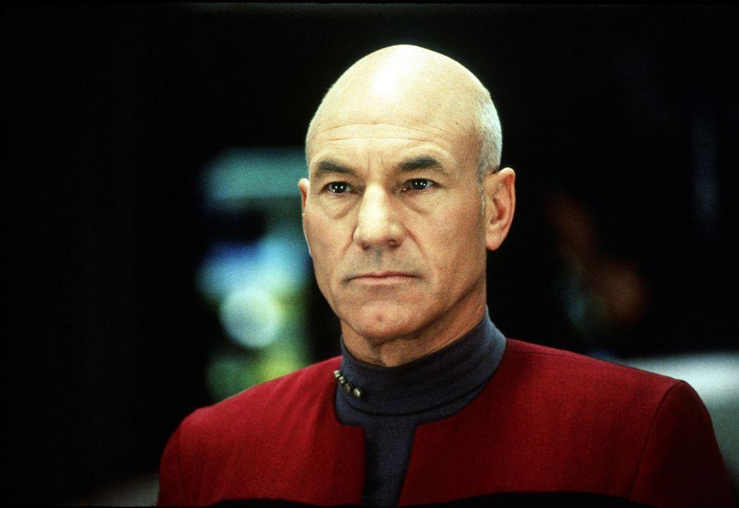 Im Nexus trifft Captain Picard (Patrick Steward) auf den vor Jahren verschollenen und für tot erklärten Captain Kirk - zwei Generationen treffen auf... - Bildquelle: Paramount Pictures